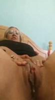 Rubia cachonda masturbandose sola en casa
